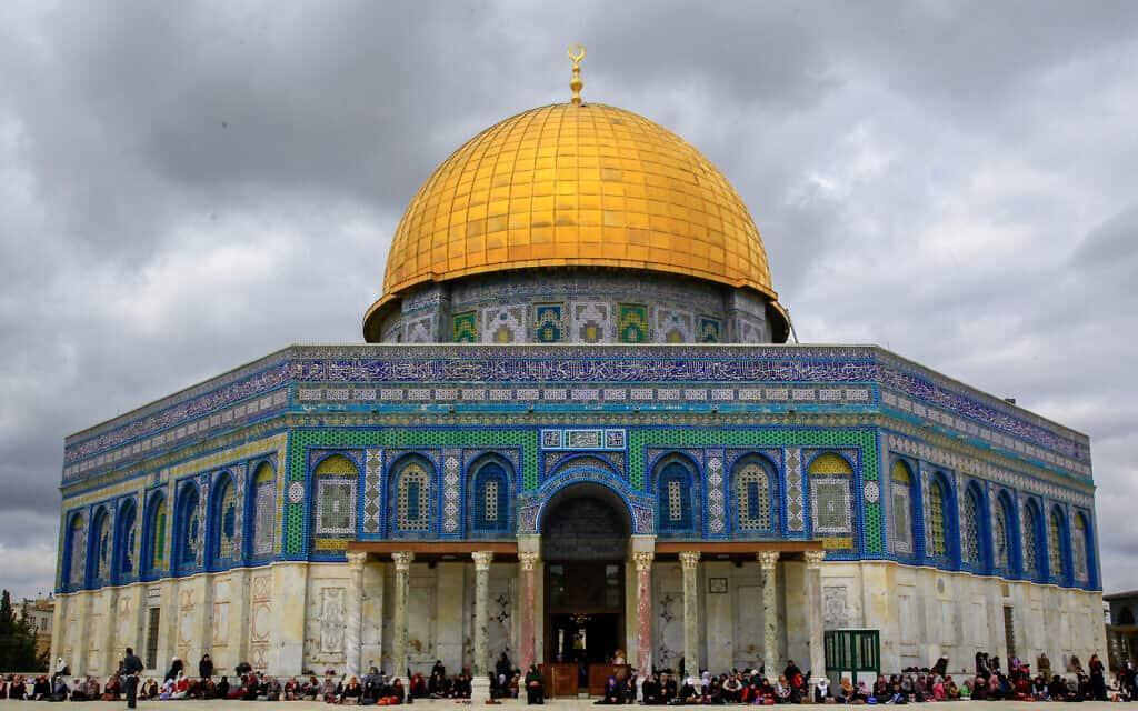 """""""כיפת הסלע"""" והאריחים המכסים את המסגד (צילום: Sliman Khader/Flash90)"""