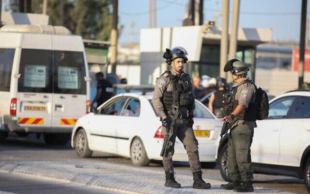 """שוטרי מג""""ב במחסום קלנדיה, ארכיון (צילום: Flash90)"""