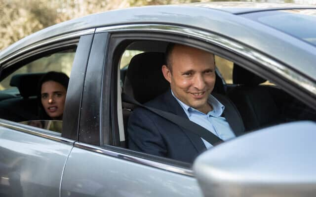 נפתלי בנט ואיילת שקד בדרך לפגישה עם בנימין נתניהו ביום שאחרי הבחירות, ב-18 בספטמבר 2019 (צילום: יונתן סינדל/פלאש90)