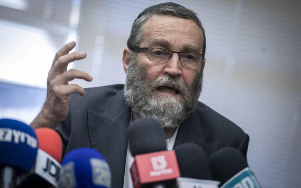 משה גפני תוקף את אביגדור ליברמן במסיבת עיתונאים בכנסת. 20 בנובמבר 2019 (צילום: הדס פרוש/פלאש90)