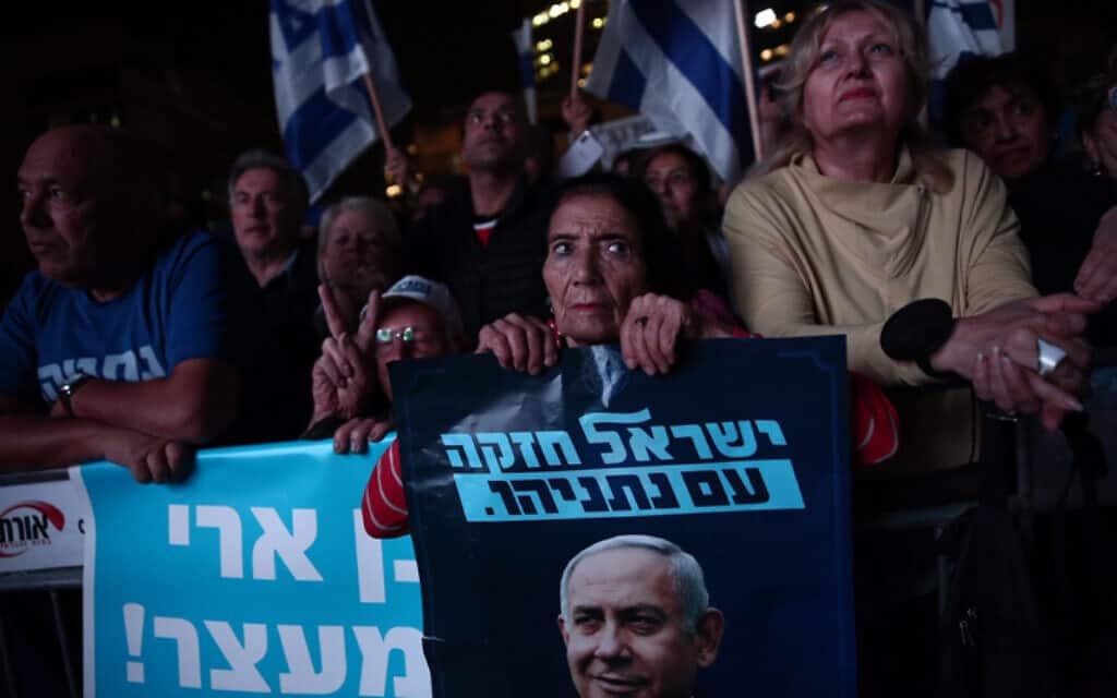 הפגנת תמיכה בנתניהו, 26 בנובמבר 2019 (צילום: Flash90/מרים אלסטר)