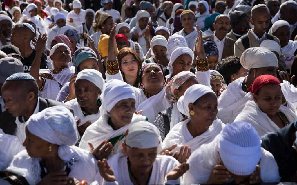 בני העדה האתיופית מתפללים בחגיגות הסיגד בירושלים (צילום: Olivier Fitoussi/Flash90)