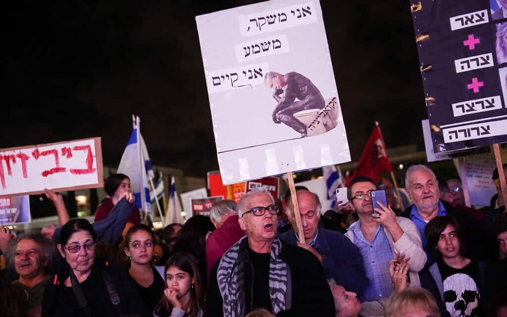 הפגנת התנועה לאיכות השלטון בכיכר הבימה, ב-30 בנובמבר 2019 (צילום: מרים אלסטר/פלאש90)