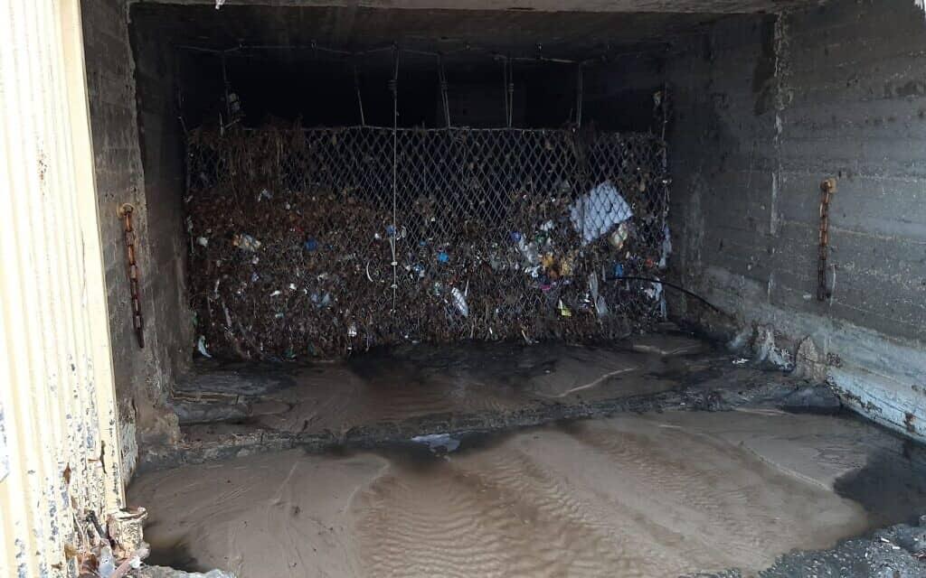 זיהום בתל אביב (צילום: מי אביבים)