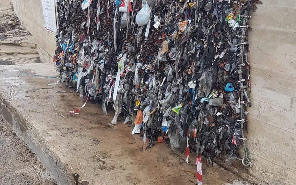 זיהום בחופי תל אביב (צילום: מי אביבים)