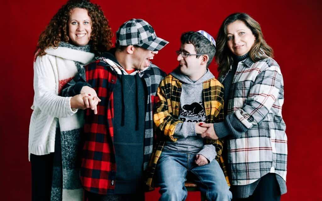 משמאל: סברינה בראל, דניאל פרופר, דני לסלו וקתי לסלו (צילום: Barbara Stoneham/courtesy of Roots)
