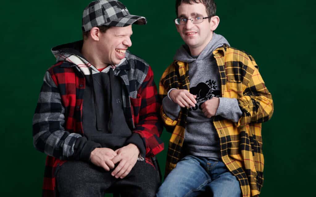 דניאל (משמאל) ודני מדגמנים (צילום: Barbara Stoneham/courtesy of Roots)