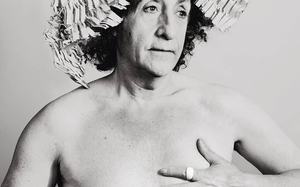 """""""איש החברה הגבוהה"""", מתוך הספר """"יהודי"""" מאת הצלם ג'ון אופנבך (צילום: Courtesy)"""