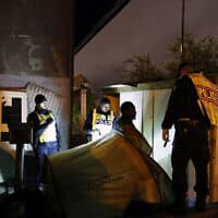 פינוי מהגרים בצרפת ממחנה ארעי למגורי קבע (צילום: AP Photo Francois Mori)
