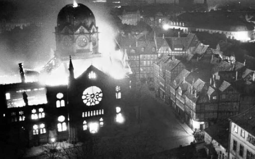 בית כנסת בהנובר, גרמניה, שהוצת במהלך פוגרום ליל הבדולח ב-10-9 בנובמבר 1938 (צילום: רשות הציבור)