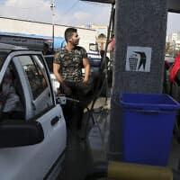 תחנת דלק בטהרן שבאירן (צילום: Vahid Salemi, AP)