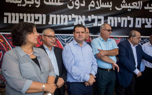 מסיבת העיתונאים של ועדת המעקב והרשימה המשותפת במאהל המחאה לרגל שביתת הרעב במחאה על האלימות בחברה הערבית (צילום: יונתן סינדל, פלאש 90)