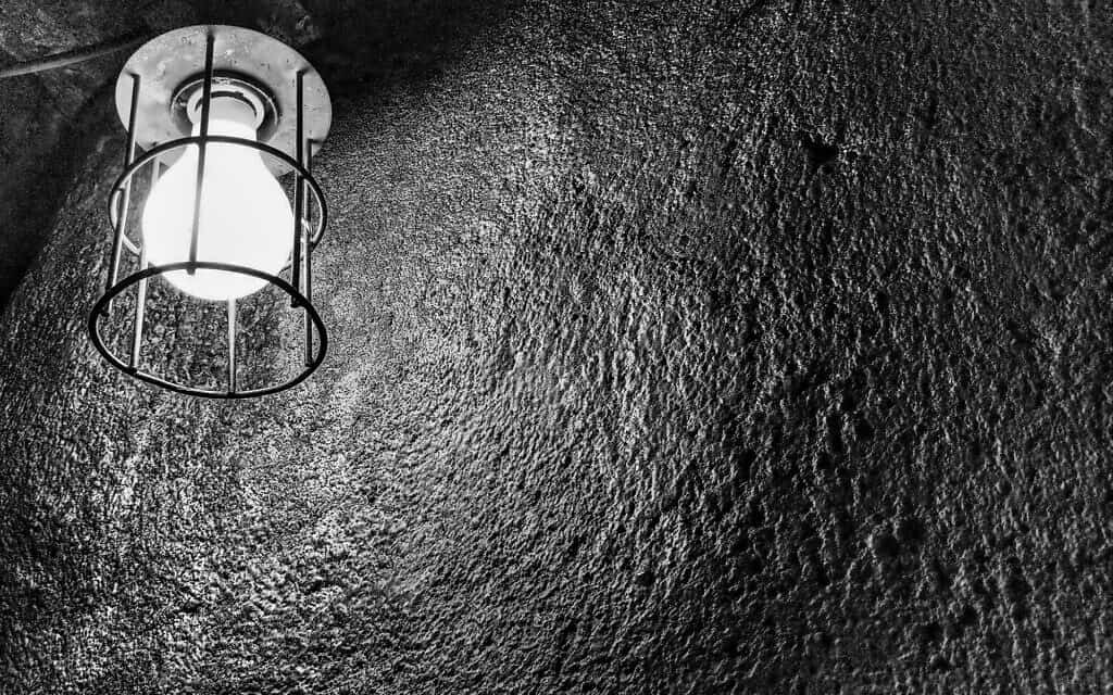 vintage-interrogation-lightbulb