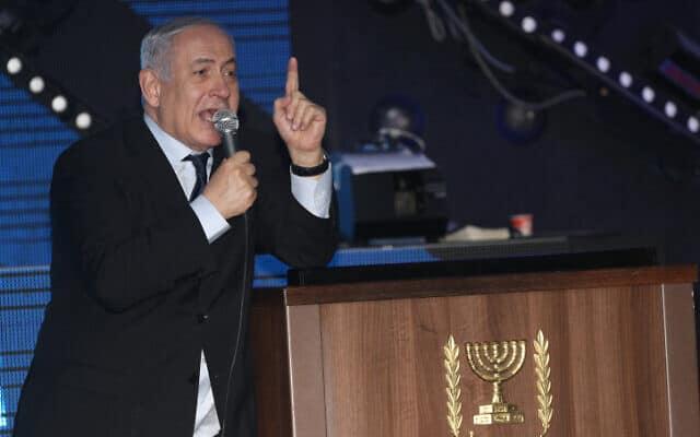נתניהו בכנס תמיכה בו בירושלים, הערב (צילום: יונתן סינדל / פלאש 90)