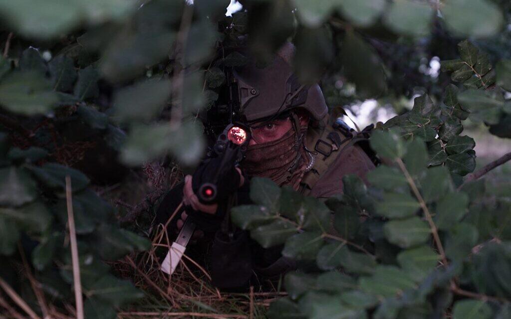 """לוחם מחטיבת הקומנדו בתרגיל החטיבתי בקפריסין. (צילום: צילום: דובר צה""""ל)"""