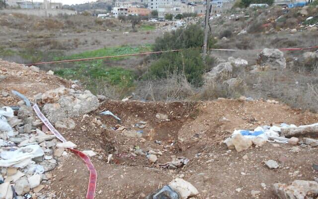 השטח הפתוח שבו נמצאה גופת הנער עאדל חטיב (צילום: ללא)