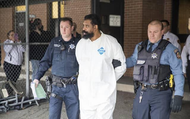 החשוד בפיגוע במונסי (צילום: AP Photo/Julius Constantine Motal)