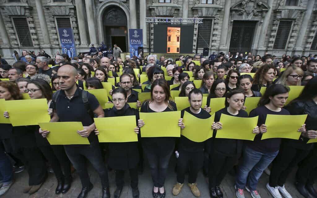 מחאה באיטליה על רצח ג'וליו רג'ני בינואר 2016 (צילום: AP Photo/Luca Bruno)
