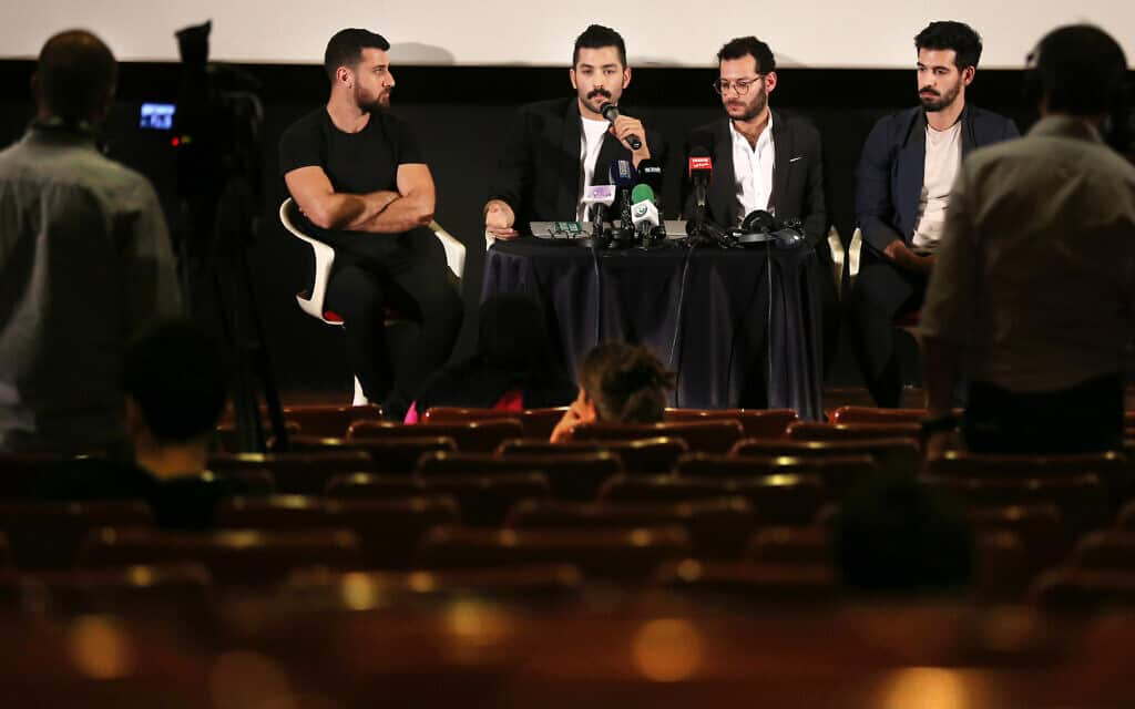חברי להקת משרוע לילה (צילום: AP Photo/Hussein Malla)
