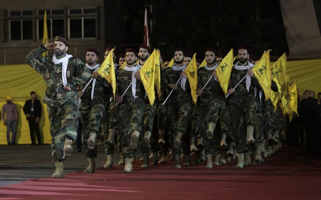 מצעד של חזבאללה בביירות, ארכיון (צילום: AP Photo/Hassan Ammar)