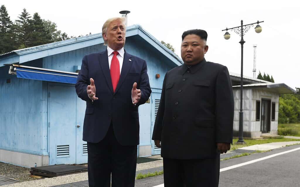 קים ג׳ונג און ודונלד טראמפ נפגשים ב-30 ביוני 2019 (צילום: AP Photo/Susan Walsh)