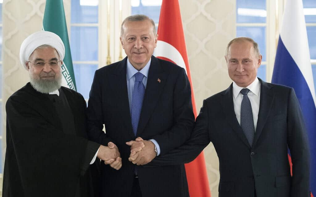 נשיא רוסיה ולדימיר פוטין, נשיא טורקיה רג'פ טאיפ ארדואן ונשיא איראן חסן רוחאני (צילום: AP Photo/Pavel Golovkin)