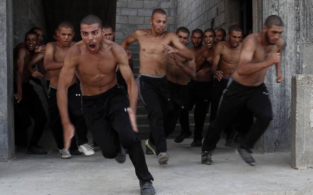 צוערים באקדמיה של חמאס בעזה (צילום: AP Photo/Adel Hana)