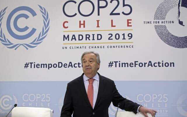 מזכ״ל האו״ם אנטוניו גוטרש מגיע לוועידת האקלים במדריד, ב-1 בדצמבר 2019 (צילום: AP Photo/Paul White)