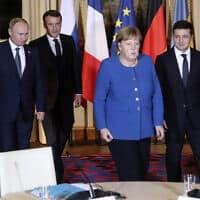 מימין: נשיא אוקראינה זלנסקי, קנצלרית גרמניה מרקל, נשיא צרפת מקרון ונשיא רוסיה פוטין בארמון האליזה, אתמול (צילום: Thibault Camus, AP)