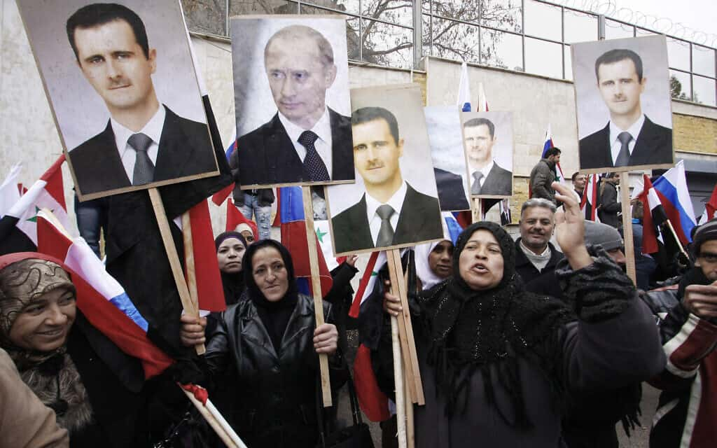 הפגנת תמיכה סורית באסד ובפוטין, 2012 (צילום: AP Photo/Muzaffar Salman, File)