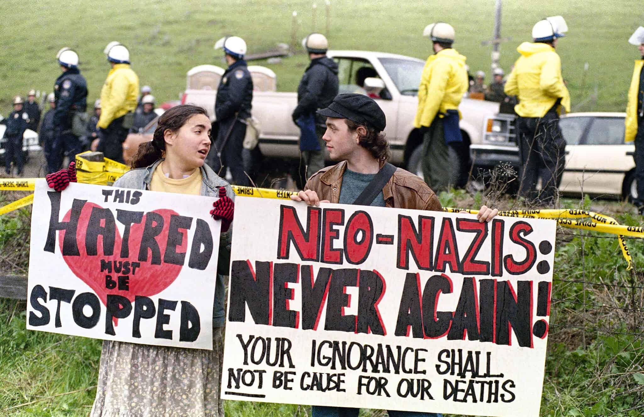 הפגנה נגד ארגונים ניאו-נאציים בארצות הברית, 1989 (צילום: AP Photo/Eric Risberg)