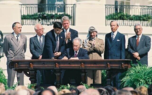 """טקס החתימה על הסכמי אוסלו בבית הלבן, 13 בספטמבר 1993 (צילום: אבי אוחיון/לע""""מ)"""