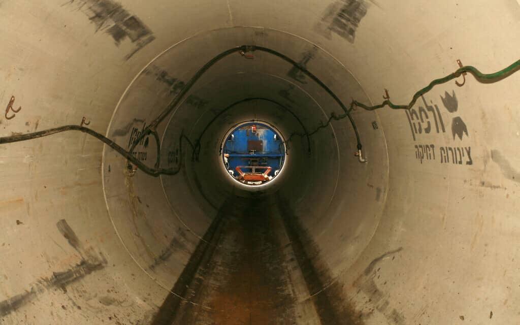 צינור ביוב (צילום: Chen Leopold/Flash 90)