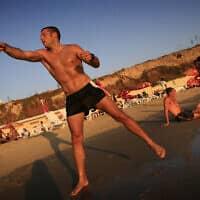מטקות על חוף תל אביב (צילום: Michal Fattal /FLASH90)