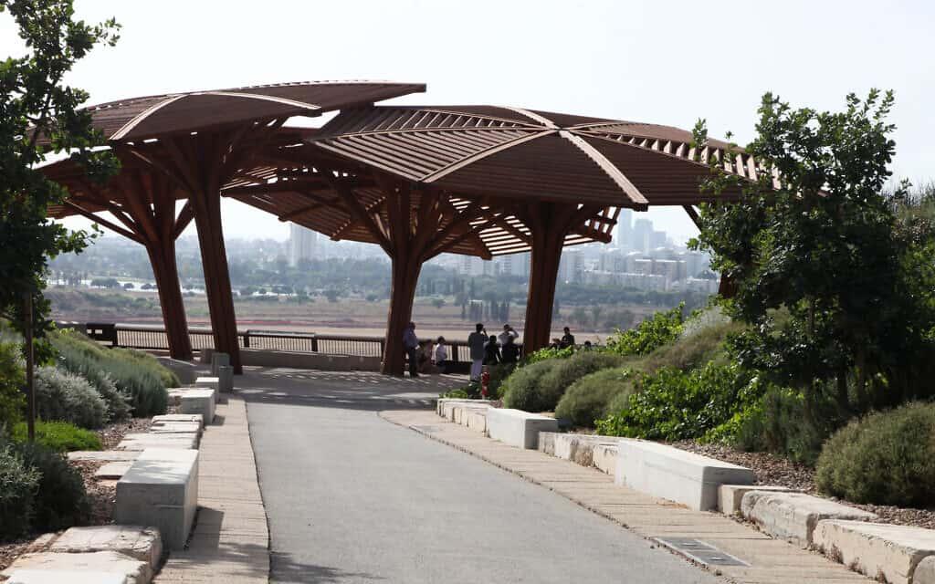המצפה בפארק אריאל שרון, ארכיון, 2013 (צילום: Isaac Harari /FLASH90)