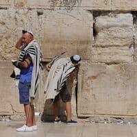 תיירים בכותל, ארכיון, למצולמים אין קשר לנאמר בידיעה (צילום: Mendy Hechtman/FLASH90)
