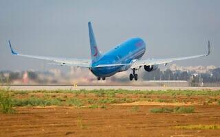 מטוס נאוס ממריא משדה התעופה בן גוריון, 2014 (צילום: משה שי/פלאש90)