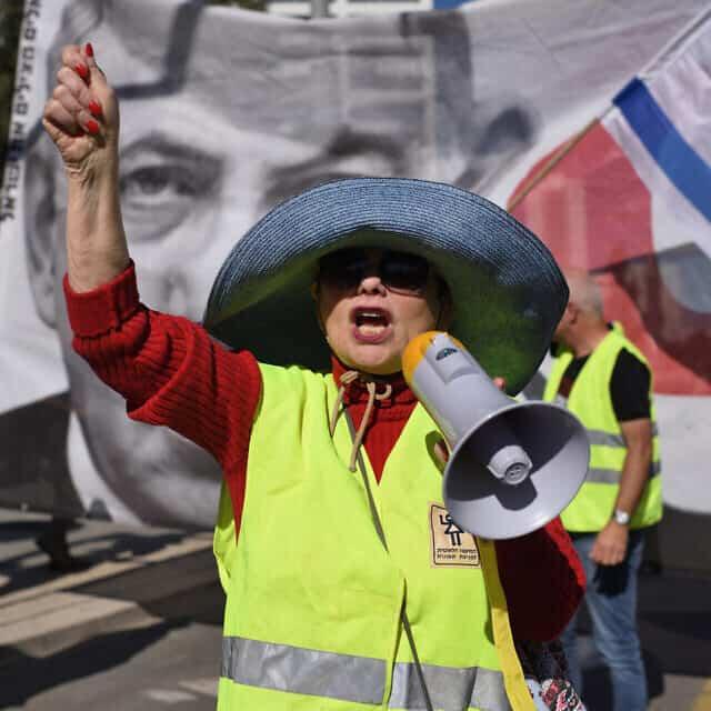 מפגינה נגד התייקרות המים והחשמל, 2018 (צילום: גילי יערי/פלאש90)