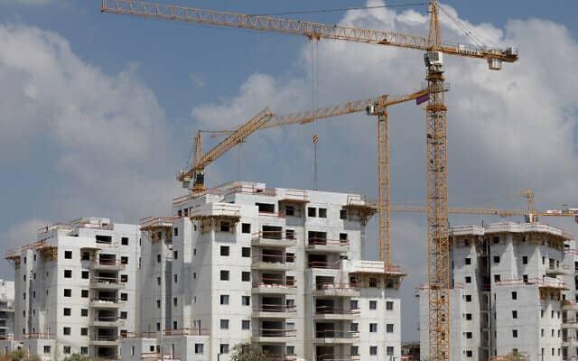 שכונת מגורים בבנייה. מחסור בעובדי בניין (צילום: Gili Yaari / Flash90)