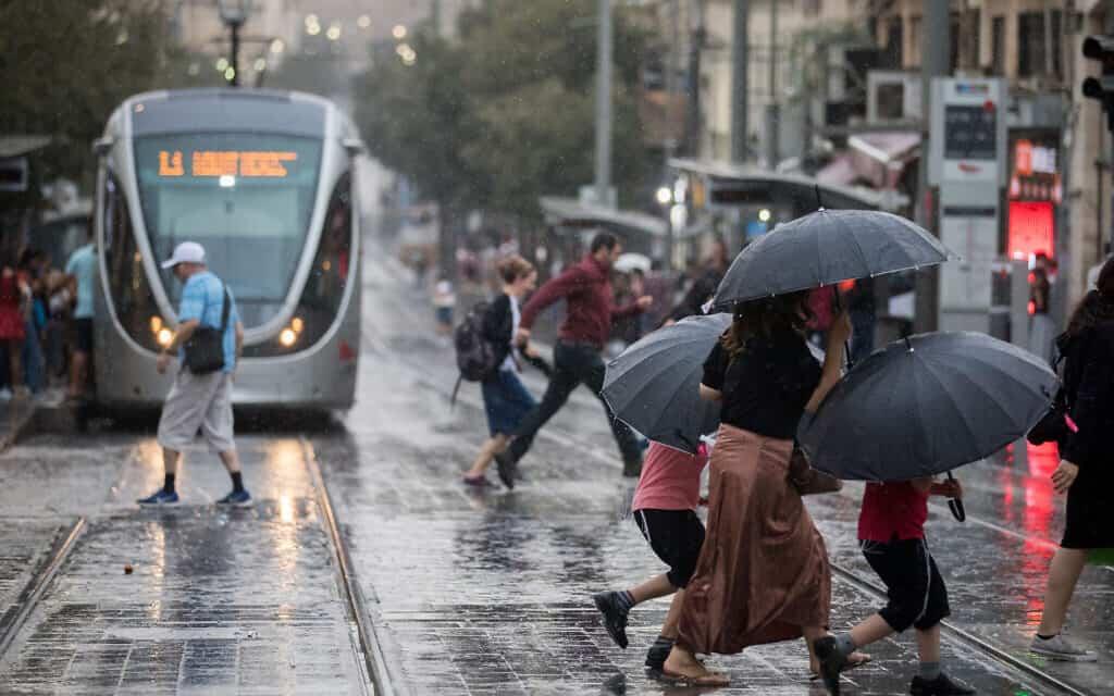גשם בירושלים, אוקטובר 2019 (צילום: Yonatan Sindel/Flash90)
