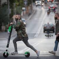 קורקינטיים חשמליים בתל אביב, 2019 (צילום: Miriam Alster/FLASH90)