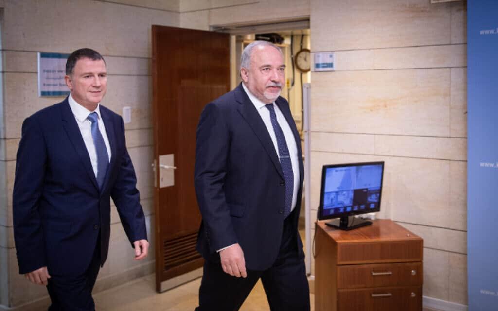 ליברמן (מימין) ואדלשטיין בדרכם לפגישתם (צילום: הדס פרוש, פלאש 90)