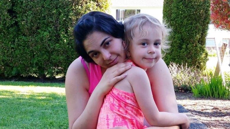 """ליסה פרטרידג', מטופלת במרפאת """"אוק טרי"""", הייתה נשאית HIV בזמן ההיריון עם בתה אדריאנה, בת 4 בתמונה זו, שצולמה ב-2017 (צילום: באדיבות פרטרידג')"""