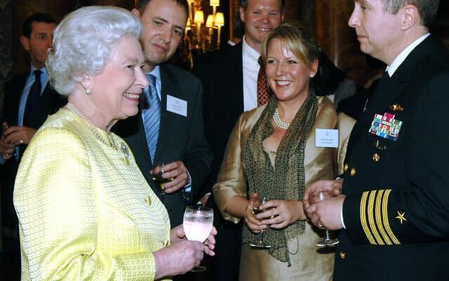 דרינקס עם מלכת הממלכה הבינתיים-מאוחדת (צילום: דן פרי)