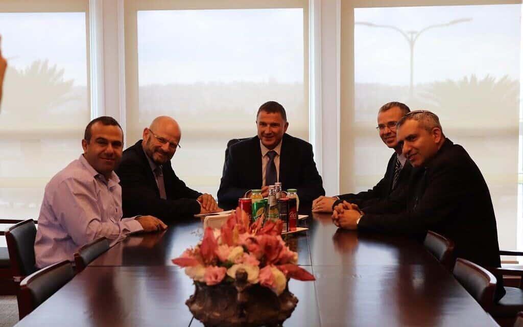 פגישת המשא ומתן של הליכוד וכחול לבן בתיווך יושב ראש הכנסת אדלשטיין, היום