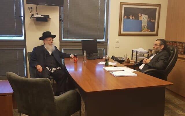 משה גפני ויעקב ליצמן בטרם כניסתם לפגישה עם יולי אדלשטיין