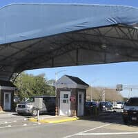 בסיס חיל הים פנסקולה בפלורידה, שבו נורו למוות שלושה בני אדם (צילום: Melissa Nelson, AP)