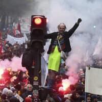 הפגנה נגד העלאת גיל הפרישה בצרפת (צילום: AP Photo/Thibault Camus)