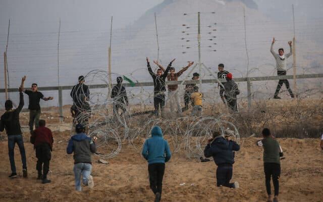 פלסטינים בגבול עזה-ישראל, החודש (צילום: פאדי פהד, פלאש 90)