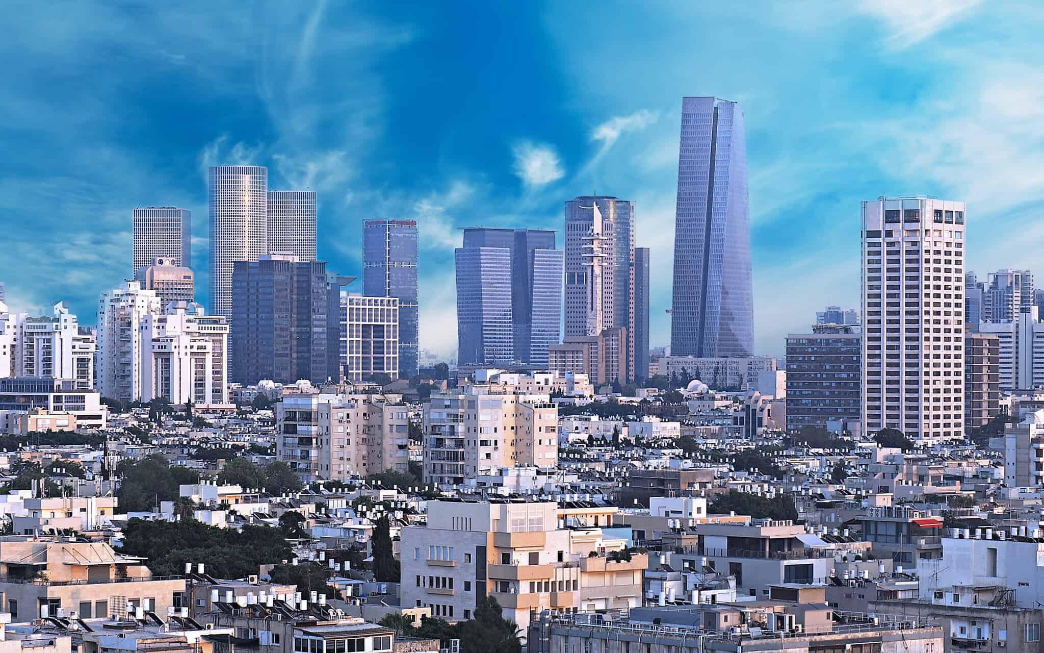 קו הרקיע של תל אביב – ניגוד בין הבניה הישנה וזו החדשה (צילום: Fabrice Peresse/iStock)